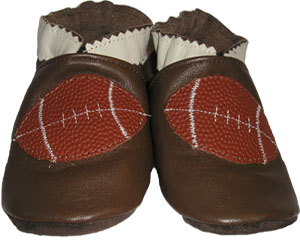 The football is made of genuine football leather to finish off this sporty shoe.